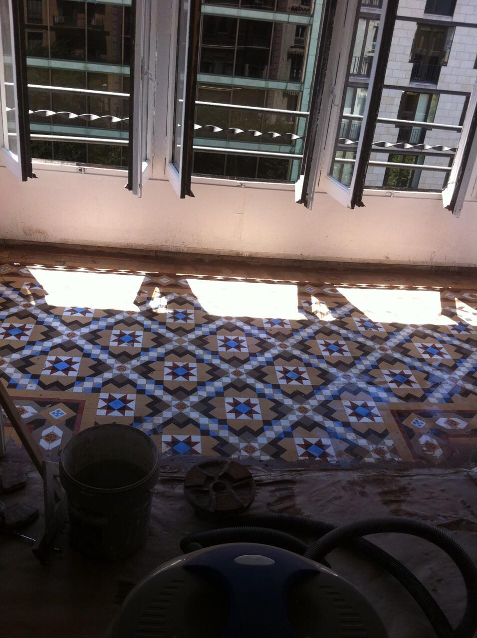MosaicosBarcelona |Pulido de suelos en mosaico nolla en Barcelona