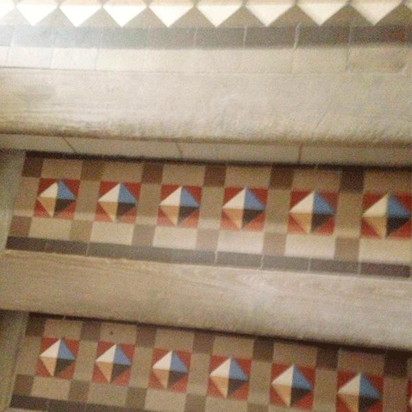 restauracion-de-escalera-con-mosaico-nollla-Barcelona