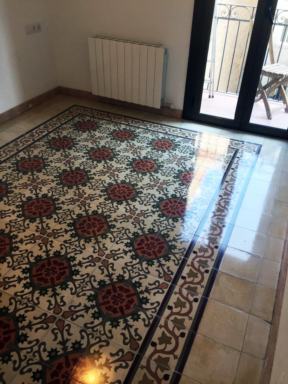 Rehabilitación e  impermeabilización de suelo de Baldosa Hidráulica en piso de  Barcelona. |
