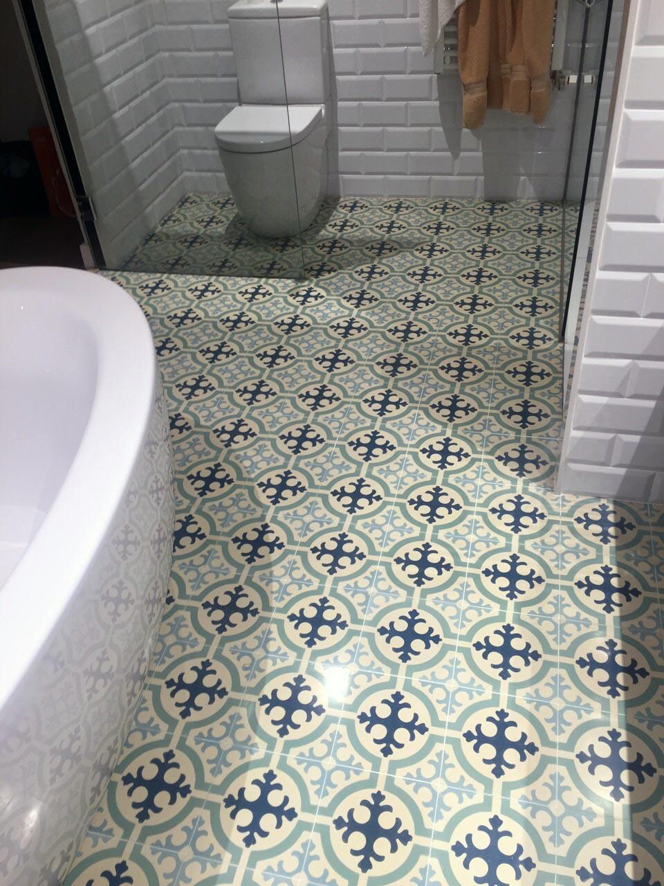 Restauracion-de-lavabo-mosaico-hidraulico-Barcelona