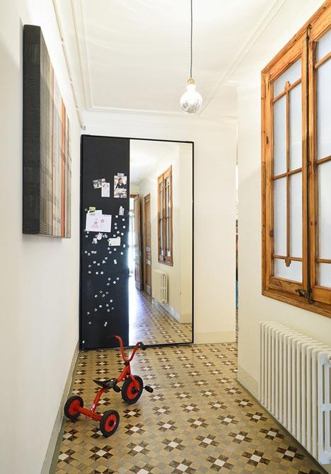 Apartamento-en-Consell-de-Cent-suelo-restaurado-4