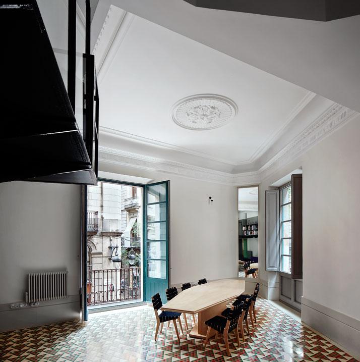 El-Carrer-Avinyó-Apartamento-de-David-Kohn-Architects-en-Barcelona-3
