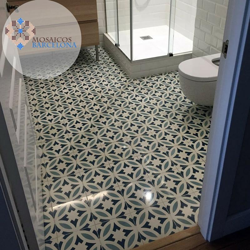 MosaicosBarcelona-Reforma-en-baño-con-suelo-hidraulico-restaurado