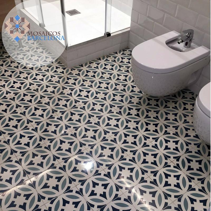 MosaicosBarcelona-Restauracion-de-suelo-hidraulico-en-baño-en-Barcelona-1
