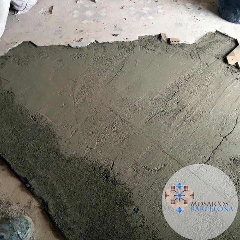 Restauración de mosaico hidráulico en vivienda de Barcelona