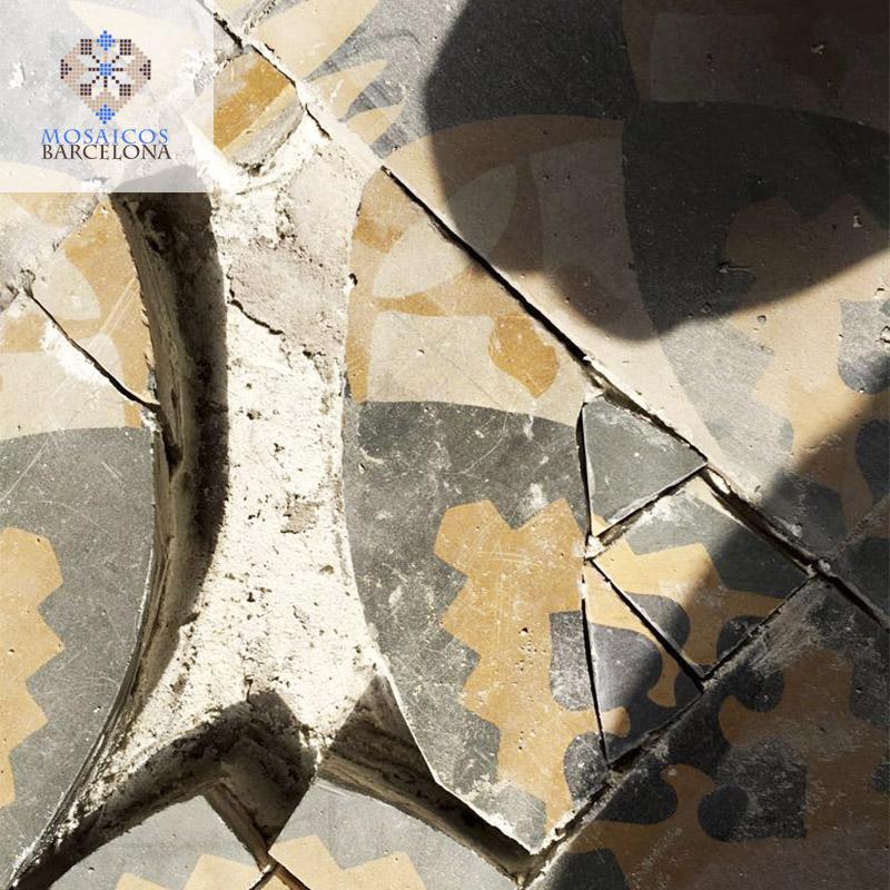 MosaicosBarcelona-Proceso-de-reparacion-de-baldosa-hidraulica-original-en-vivienda-de-Barcelona
