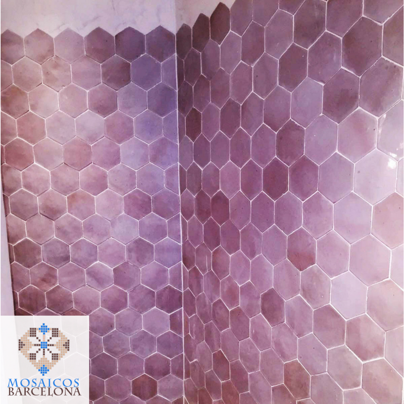 MosaicosBarcelona-Detalle-de-pared-de-baño-decorada-con-baldosas