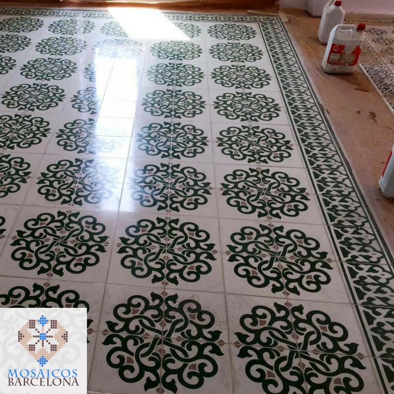 MosaicosBarcelona-Detalle-del-suelo-hidraulico-pulido-con-nuestros-productos-profesionales