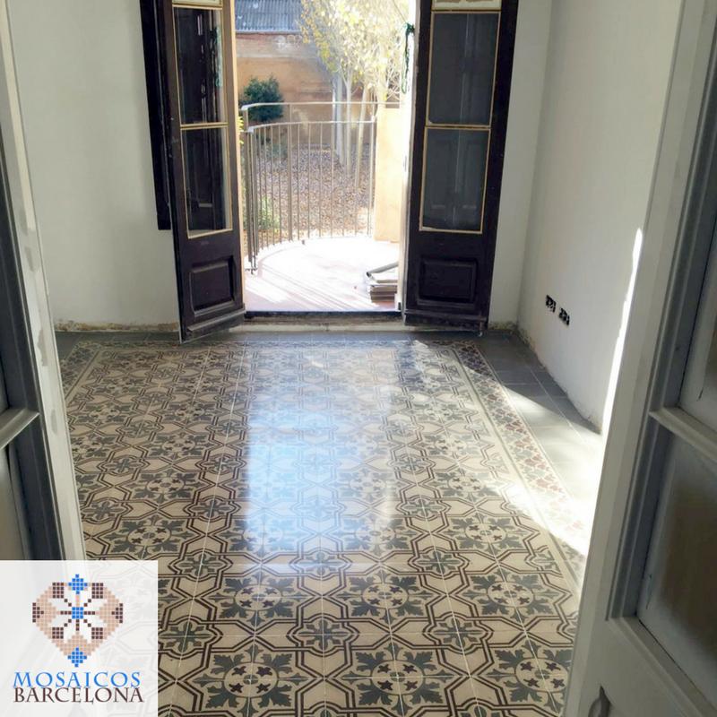 Restauración y acristalado de suelo de mosaico hidráulico en vivienda de Barcelona