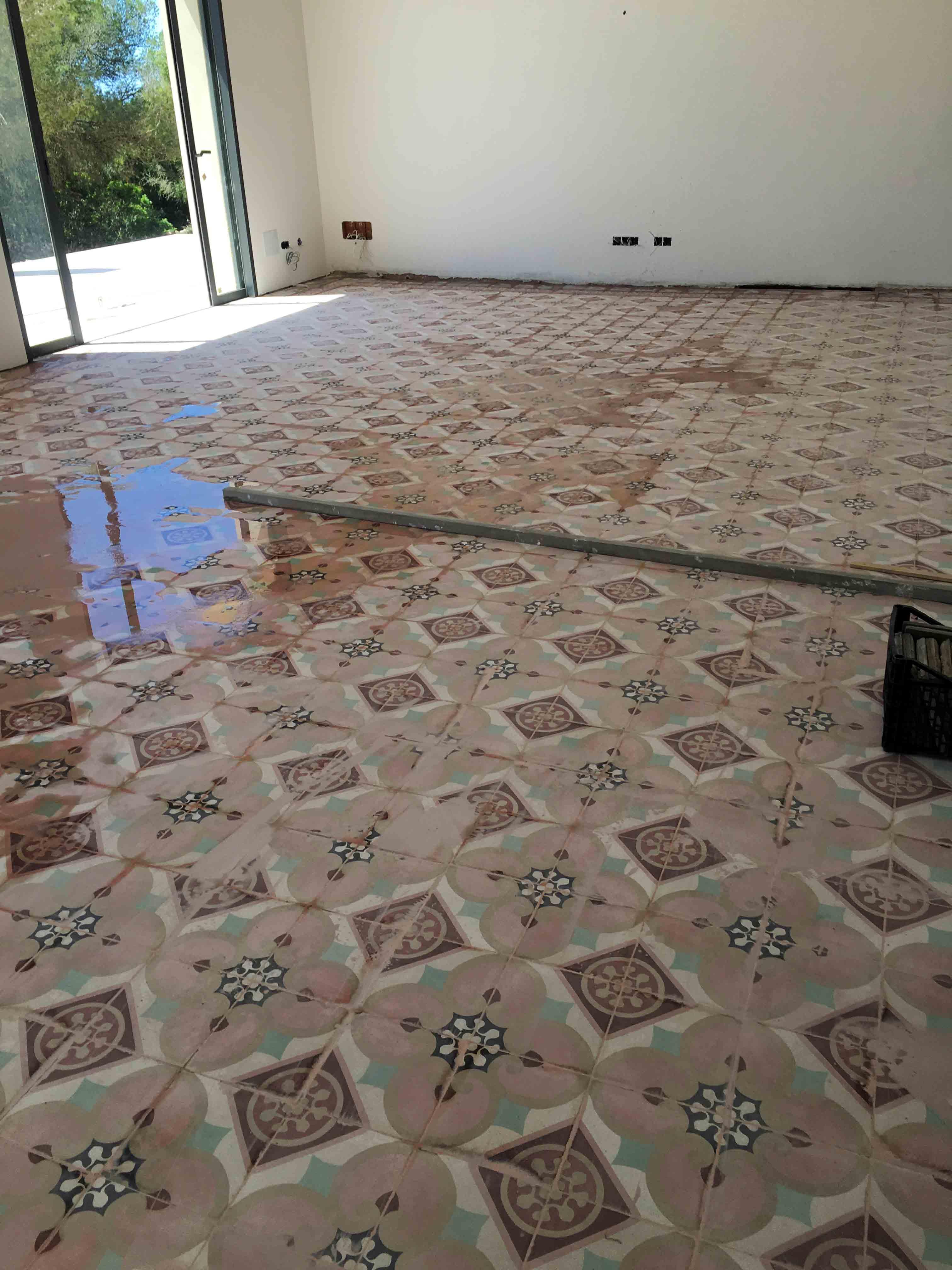 MosaicosBarcelona-Recuperacción-abrillantado-y-acristalado-de-suelos-de-mosaico-hidraulico-en-vivienda-en-Mallorca-1