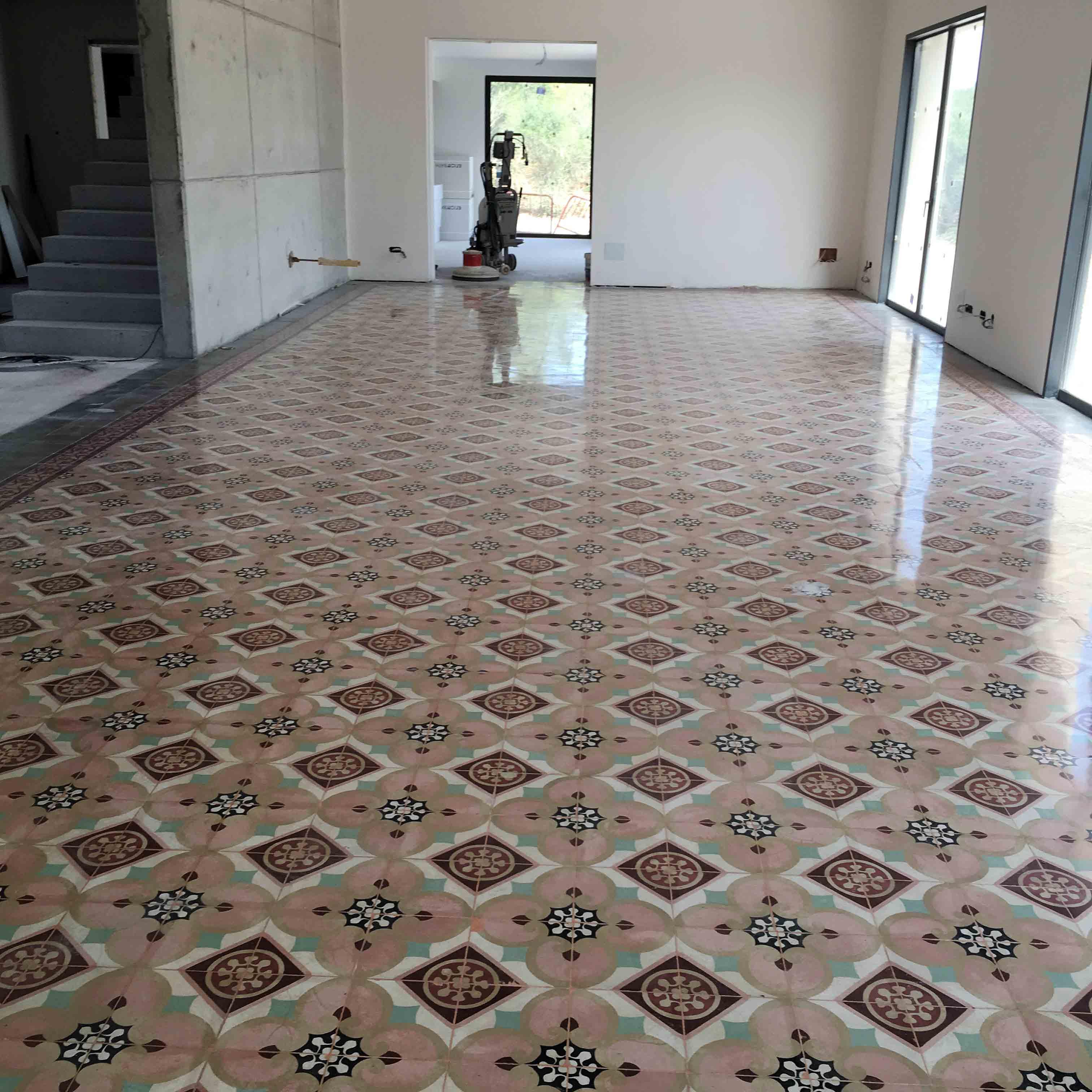 MosaicosBarcelona-Recuperacción-abrillantado-y-acristalado-de-suelos-de-mosaico-hidraulico-en-vivienda-en-Mallorca-Baleares-23
