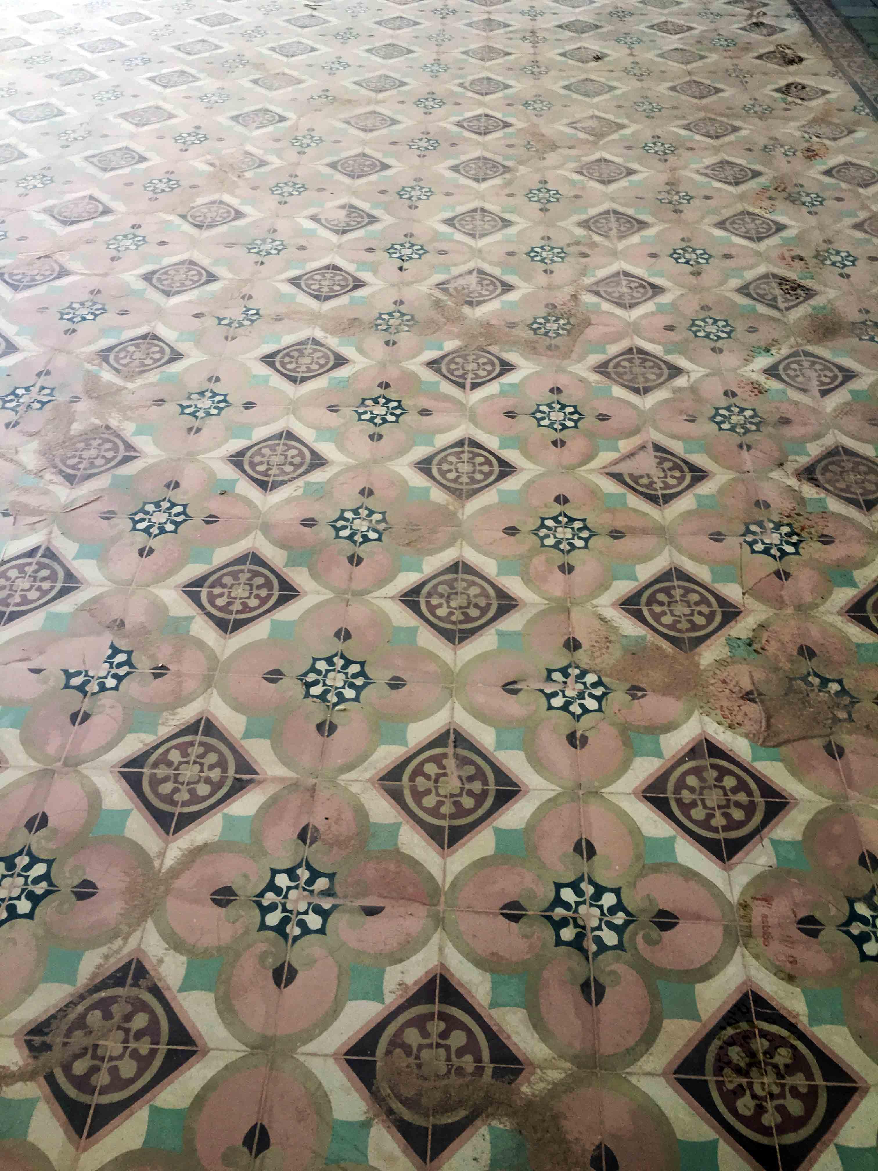 MosaicosBarcelona-Recuperacción-abrillantado-y-acristalado-de-suelos-de-mosaico-hidraulico-en-vivienda-en-Mallorca-Baleares-5