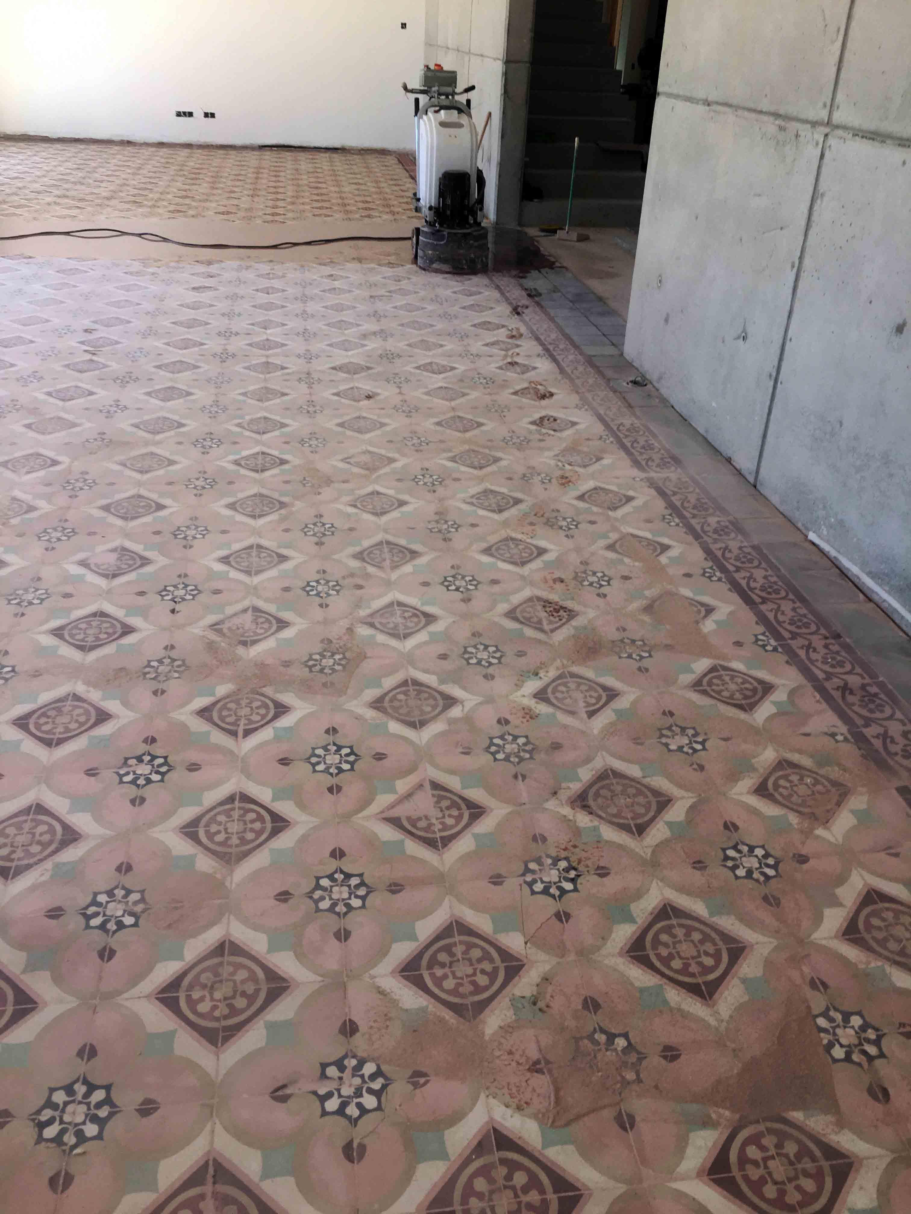 MosaicosBarcelona-Recuperacción-abrillantado-y-acristalado-de-suelos-de-mosaico-hidraulico-en-vivienda-en-Mallorca-Baleares-6