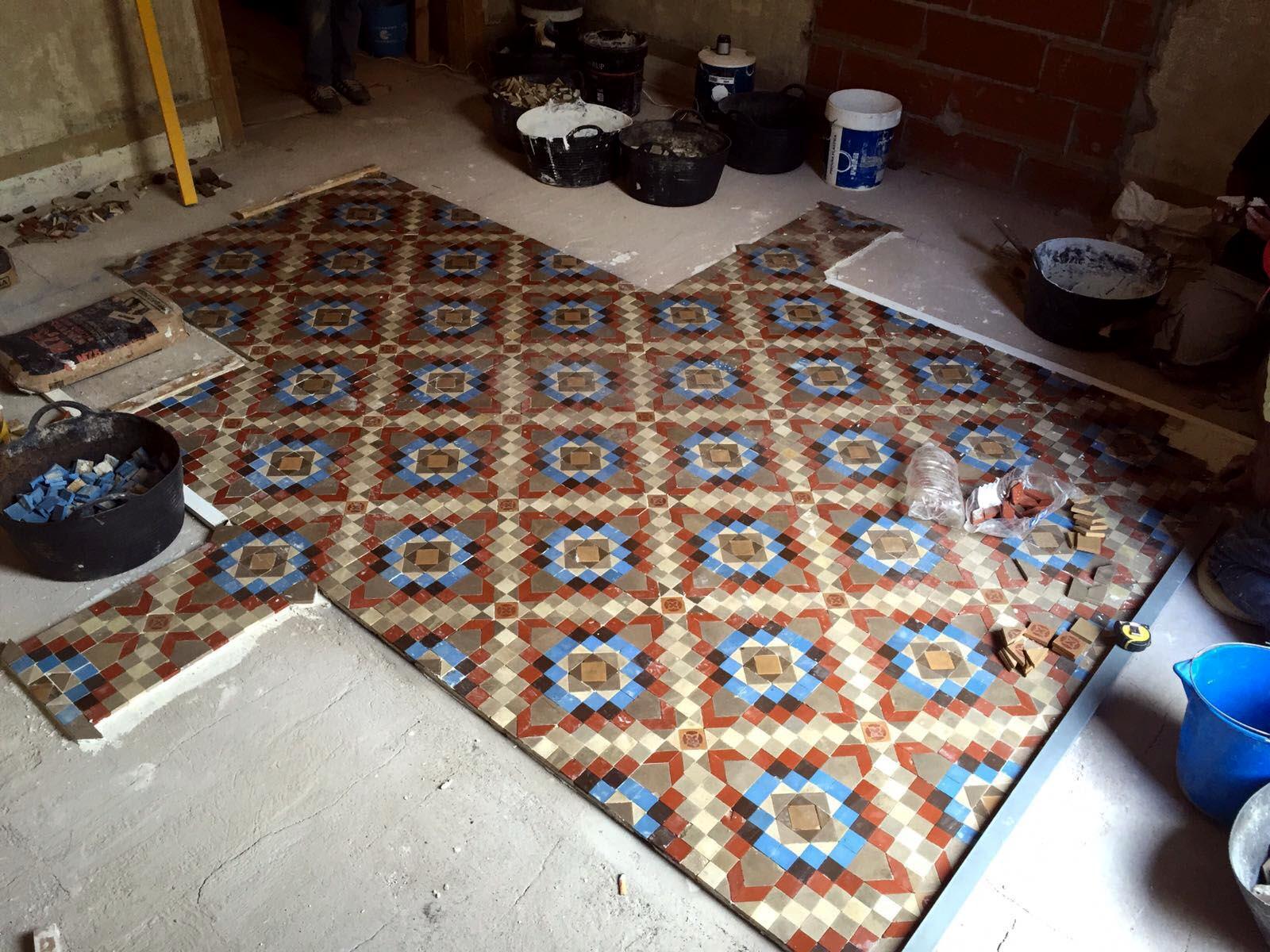 Restauración de suelos de mosaico nolla en vivienda de Barcelona